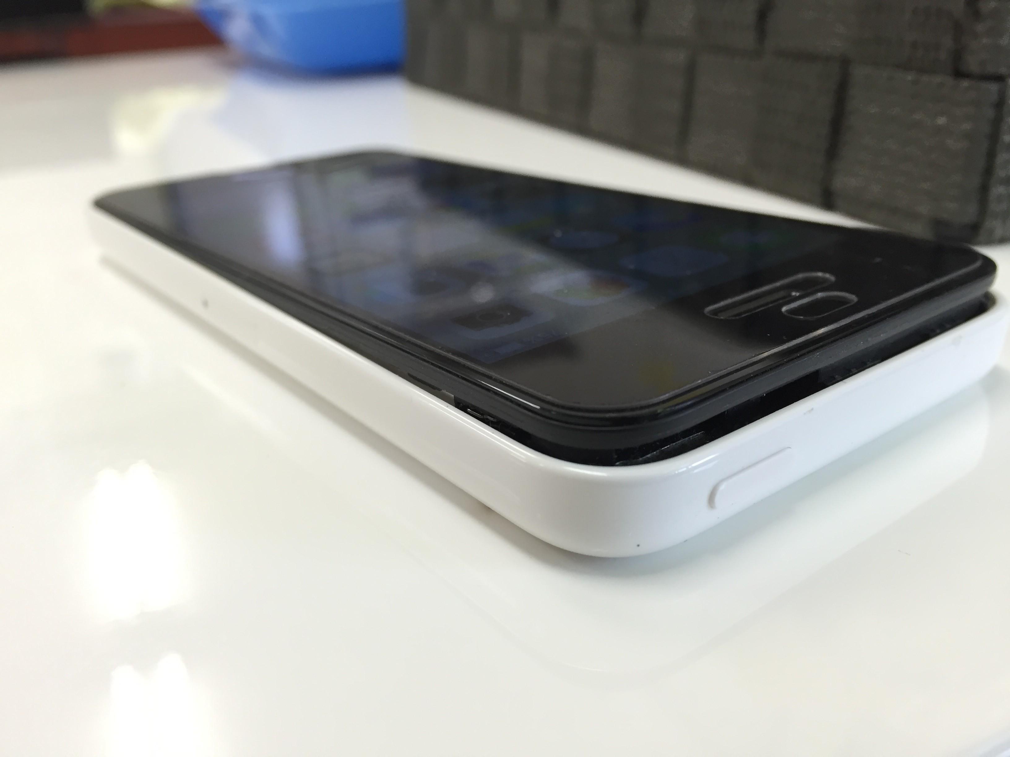 bc17a52c9ac iPhone5シリーズで画面浮きに悩まされる方が続出!?そのワケとは ...
